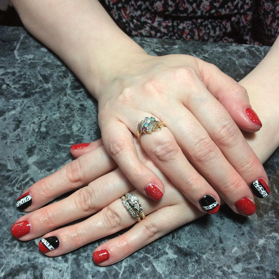 Red and Black Summer Nail Art For Short Nails