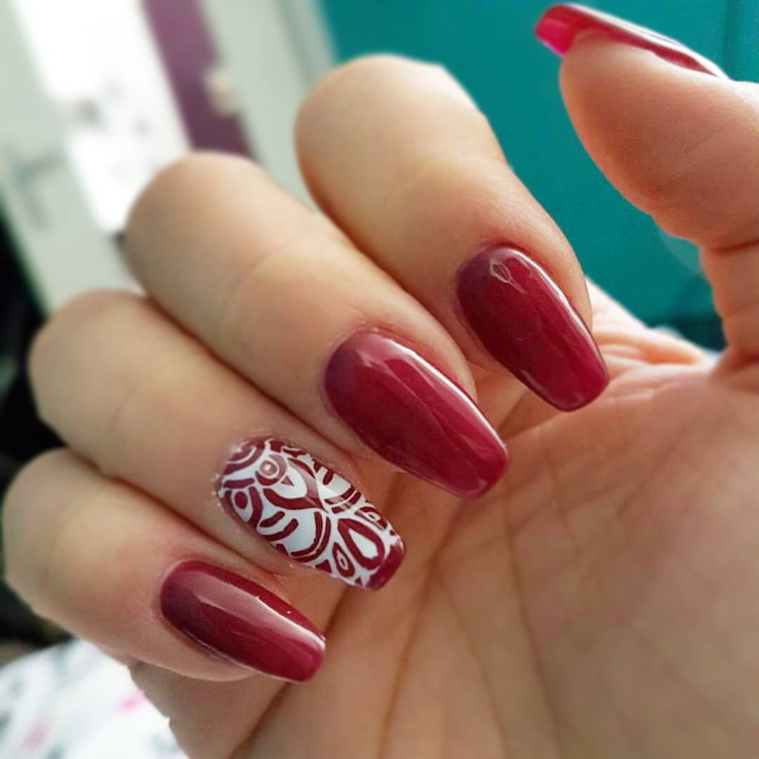 Swirling Red Nail Design For Summer