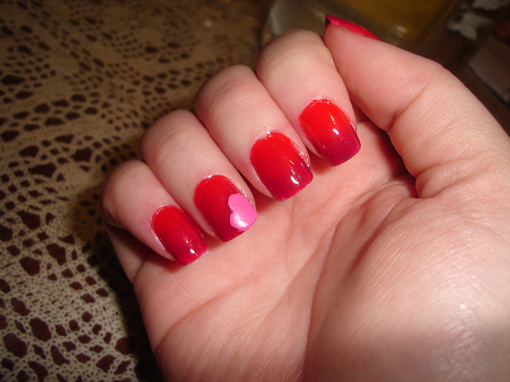 Gradient Red Colored Art On Nails