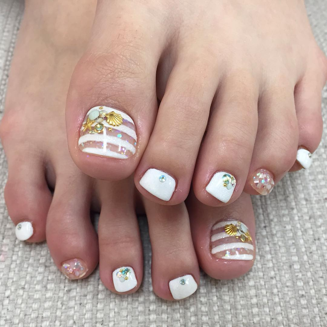 Cool White Summer Toe Nail Paint Idea