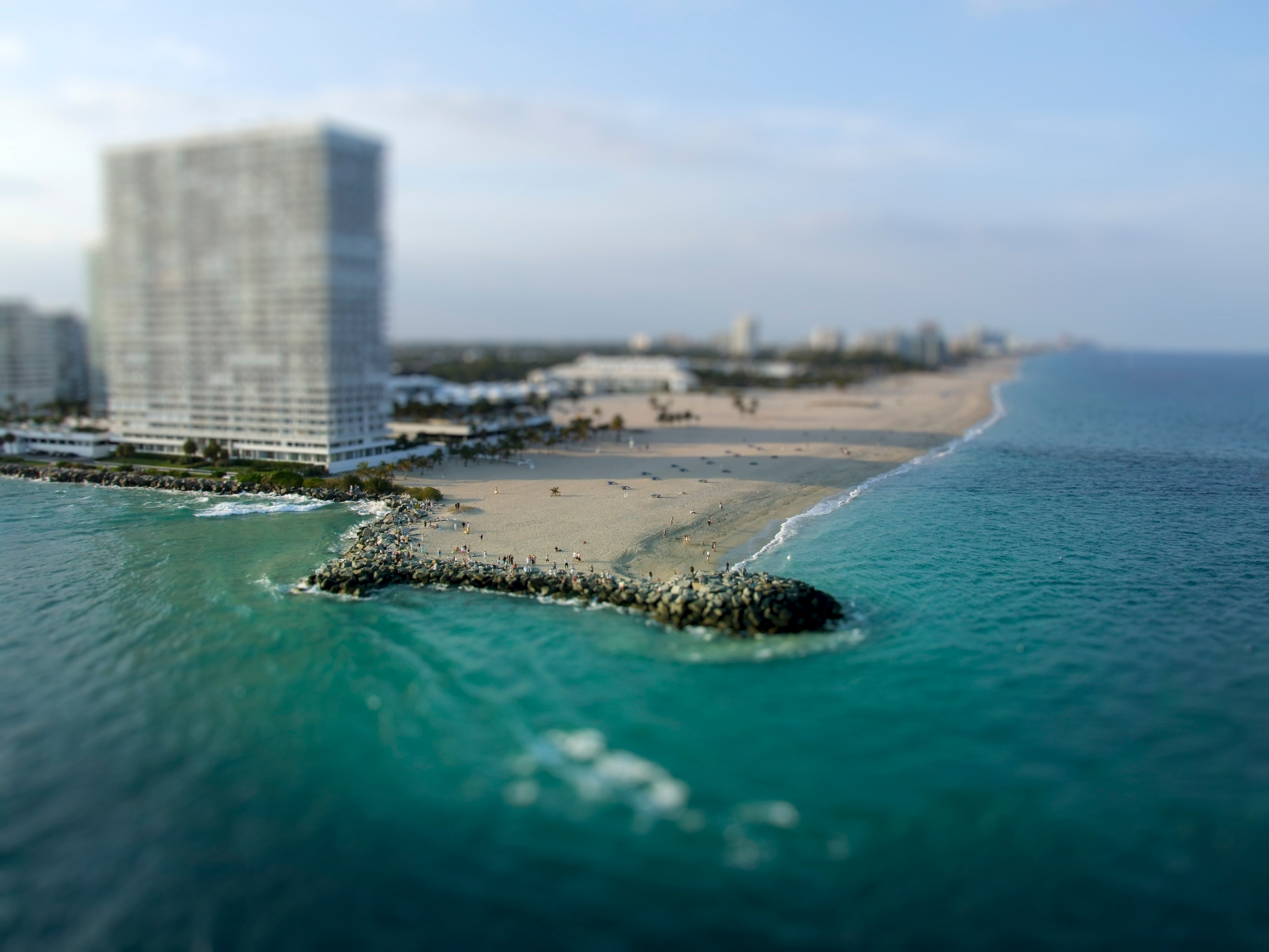 beach tilt shift wallpaper