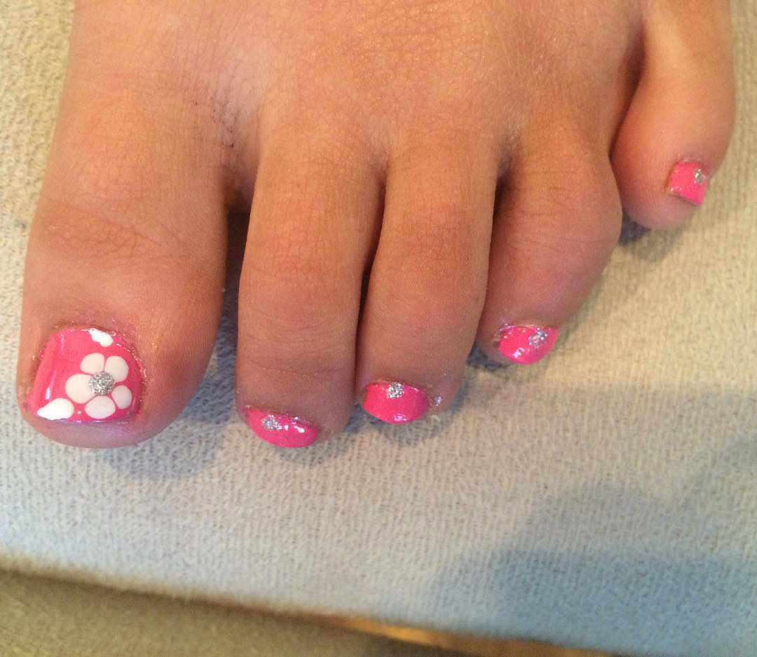 easy pink flower nail polish design