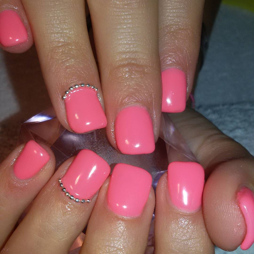 pink nail paint looks pretty