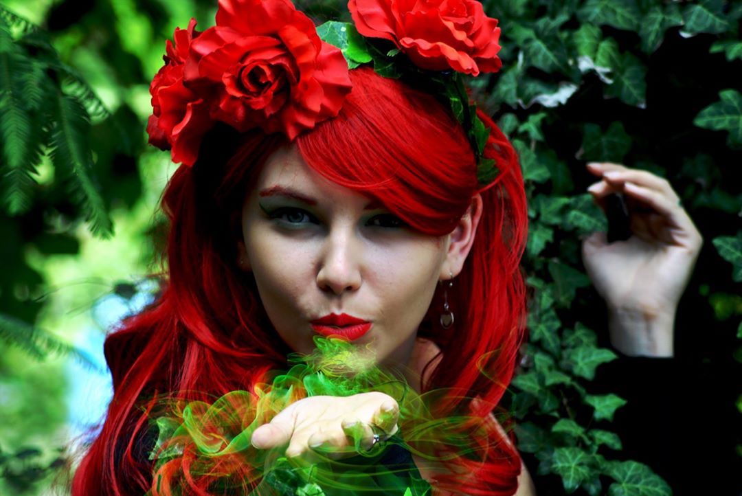 Beautiful Poison Ivy Makeup