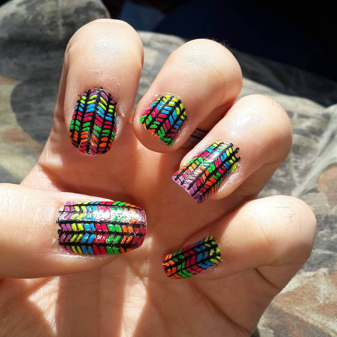 colorful zigzag nail art