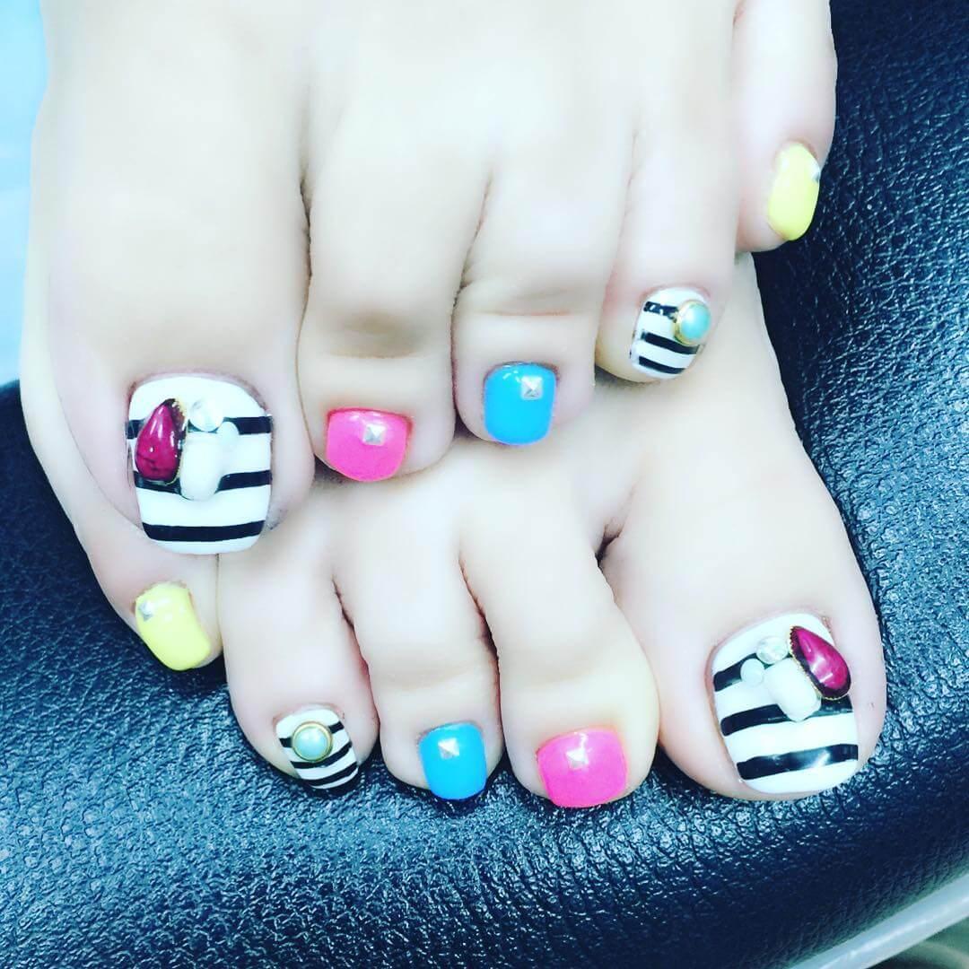 colorful toe nail art design