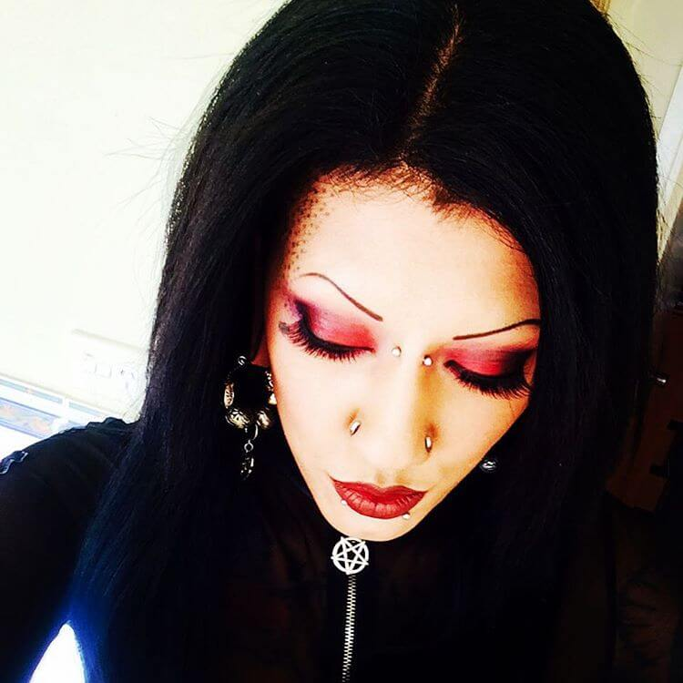 Pretty Gothic Makeup For Eye