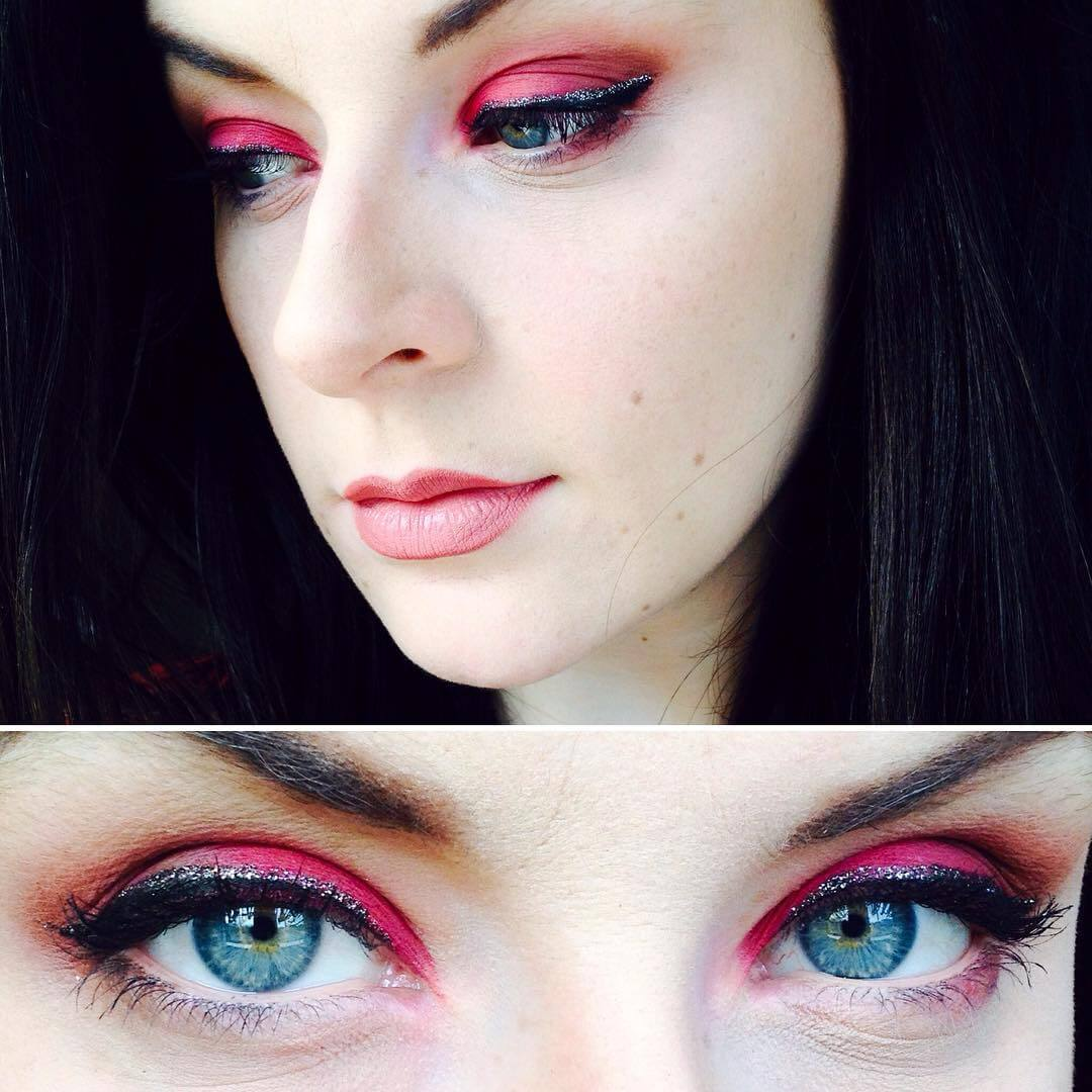 Glitter Eye Liner With Red Shadow