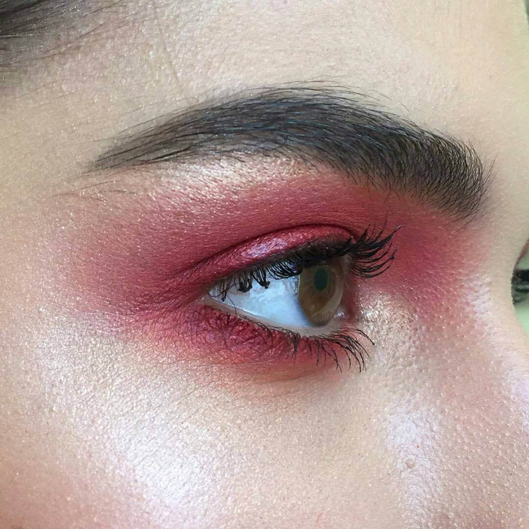 Easy and Cute Eye Makeup Of Red Color.