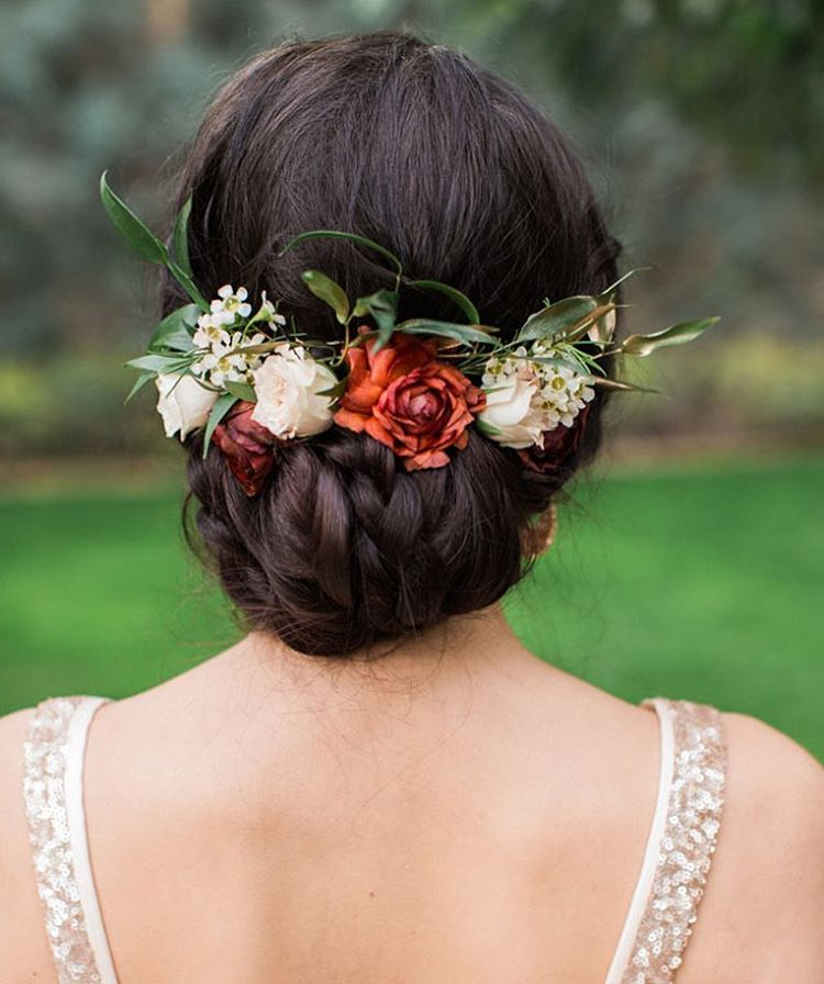 Fashionable Hairstyle Looka So Beautiful With Flowers