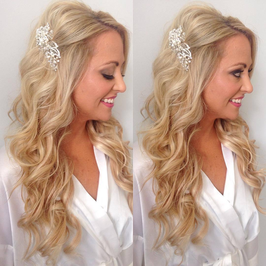 Women Love Beach Wedding Hairstyle Idea