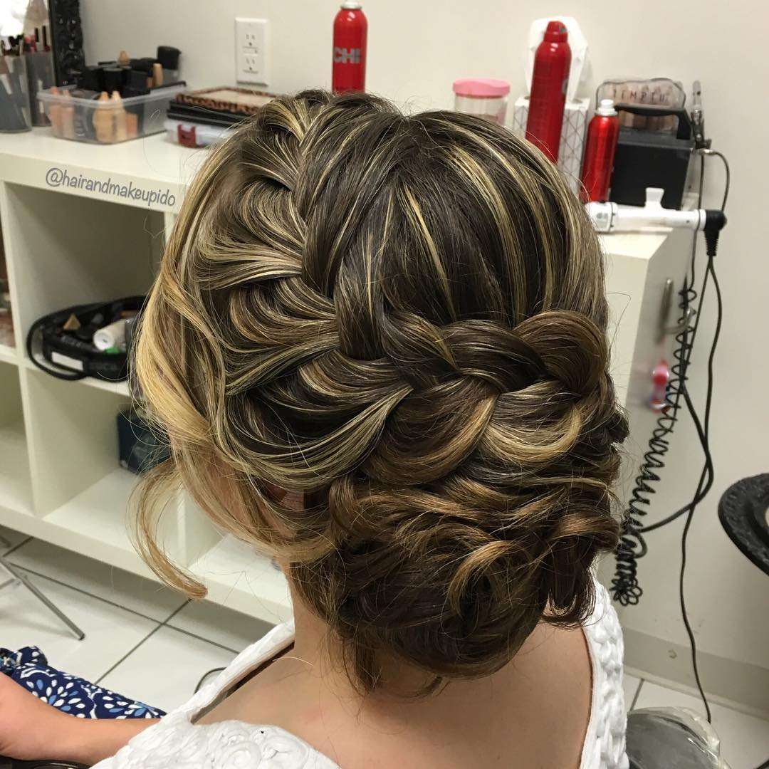 Stylish Bridal Hairstyle Idea