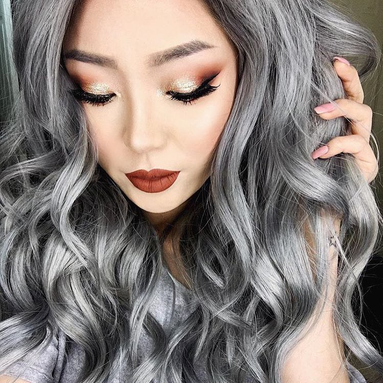 women loves eye makeup design