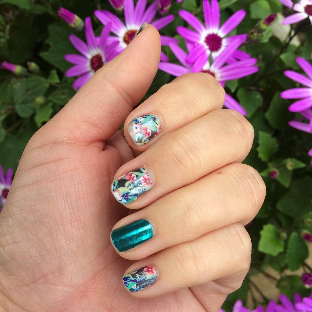 florals diy nail design 1