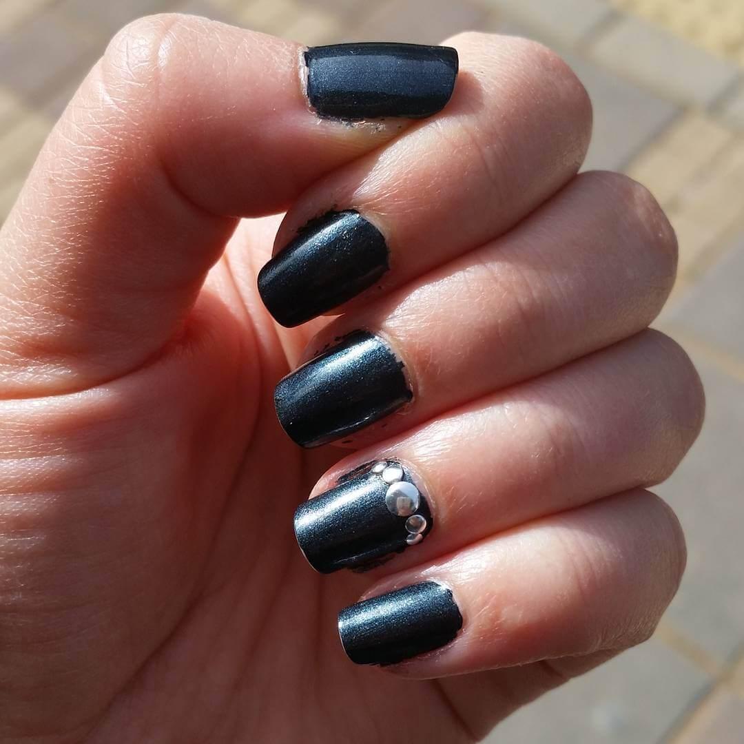 gray diy nail design 1