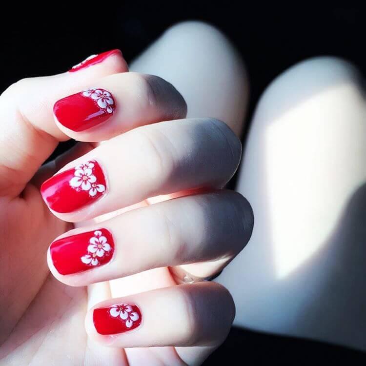 white flowers diy nail art 1