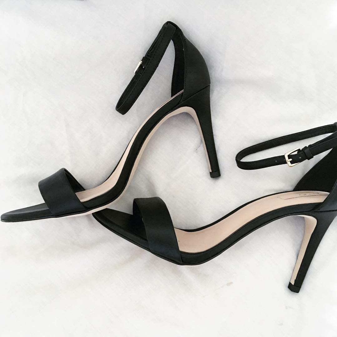 fashionable black heels trend