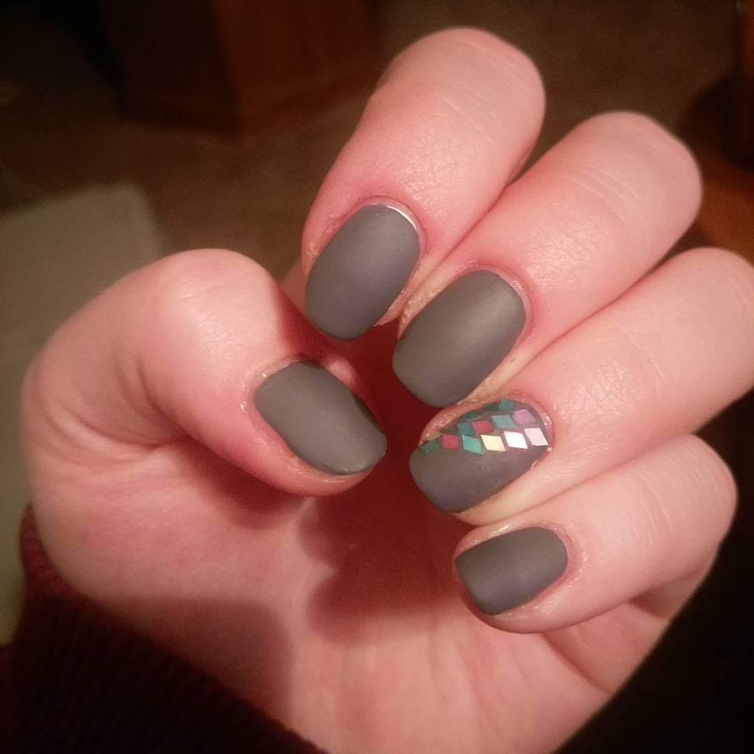 nail polish gray 1