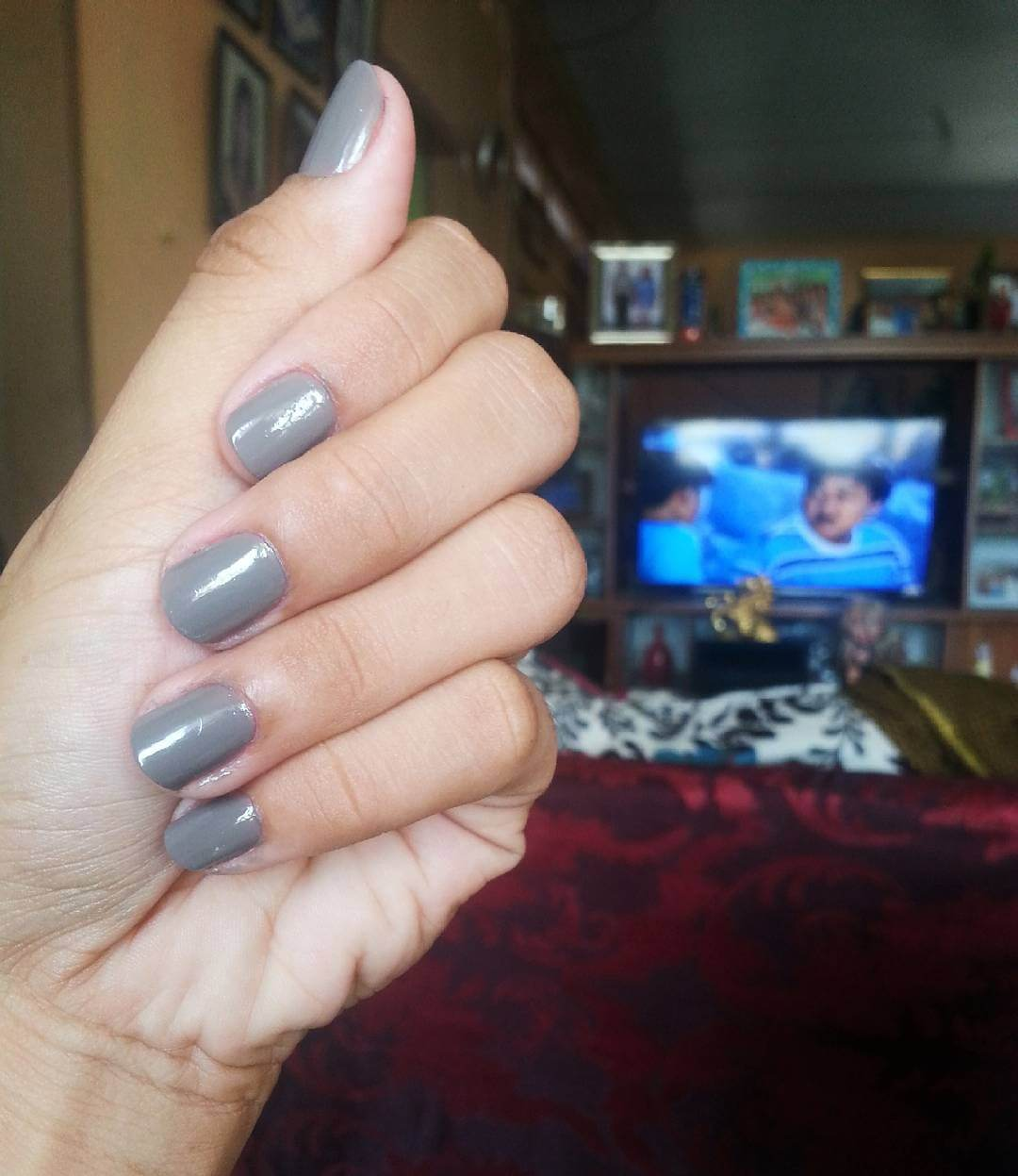 Simple Gray Nail Art (1)
