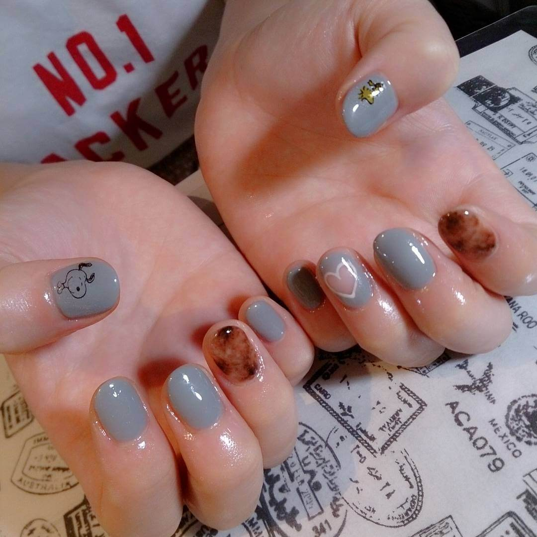 Love Glittering Gray Nails (1)