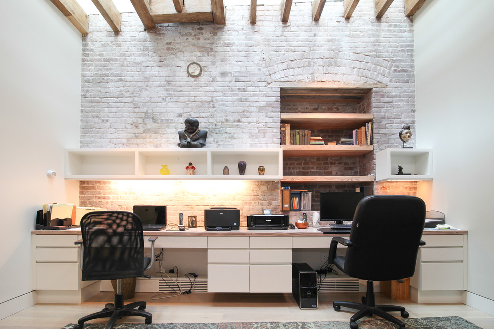 Modern Office Design With Gray Walls And A Freestanding Desk