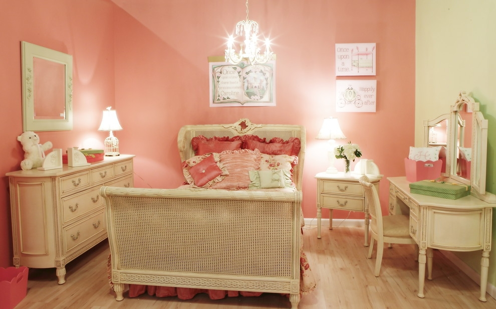 Traditional kids bedroom French style look