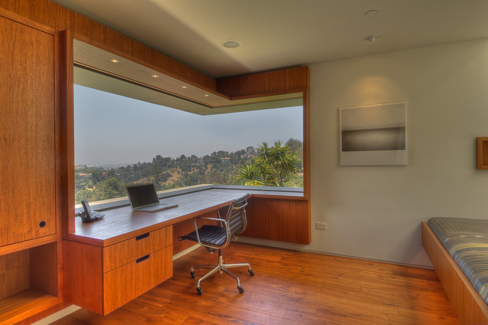 Modern Home Office In Los Angeles With Grey Walls