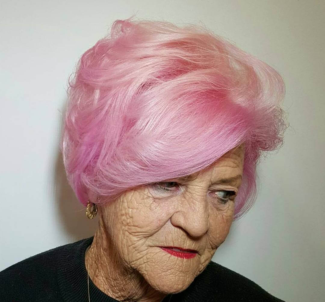 Trendy Wavy Pixie Haircut for Over 50 (1)