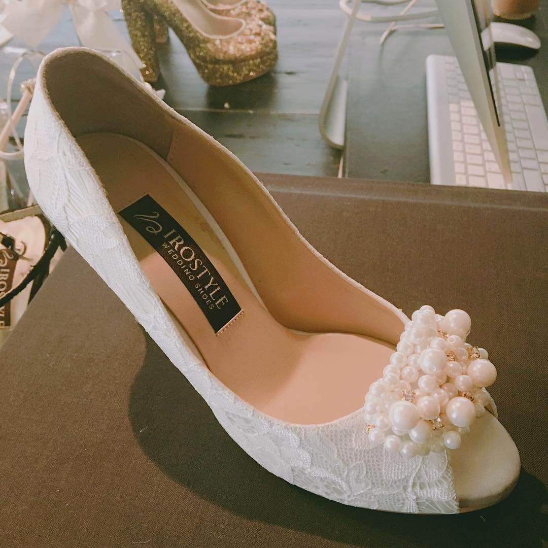 cute ivory lace wedding shoes