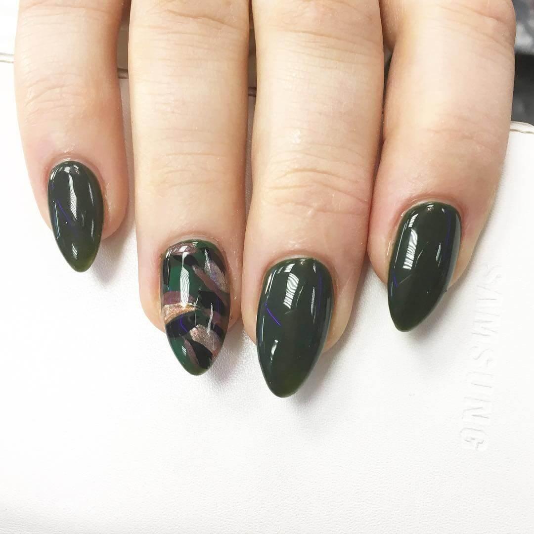 Glitter Black Nail Design (1)