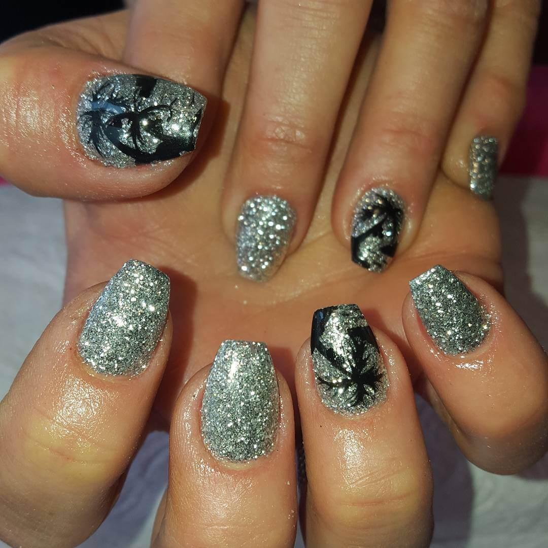 Dazzling Nail Art Design (1)