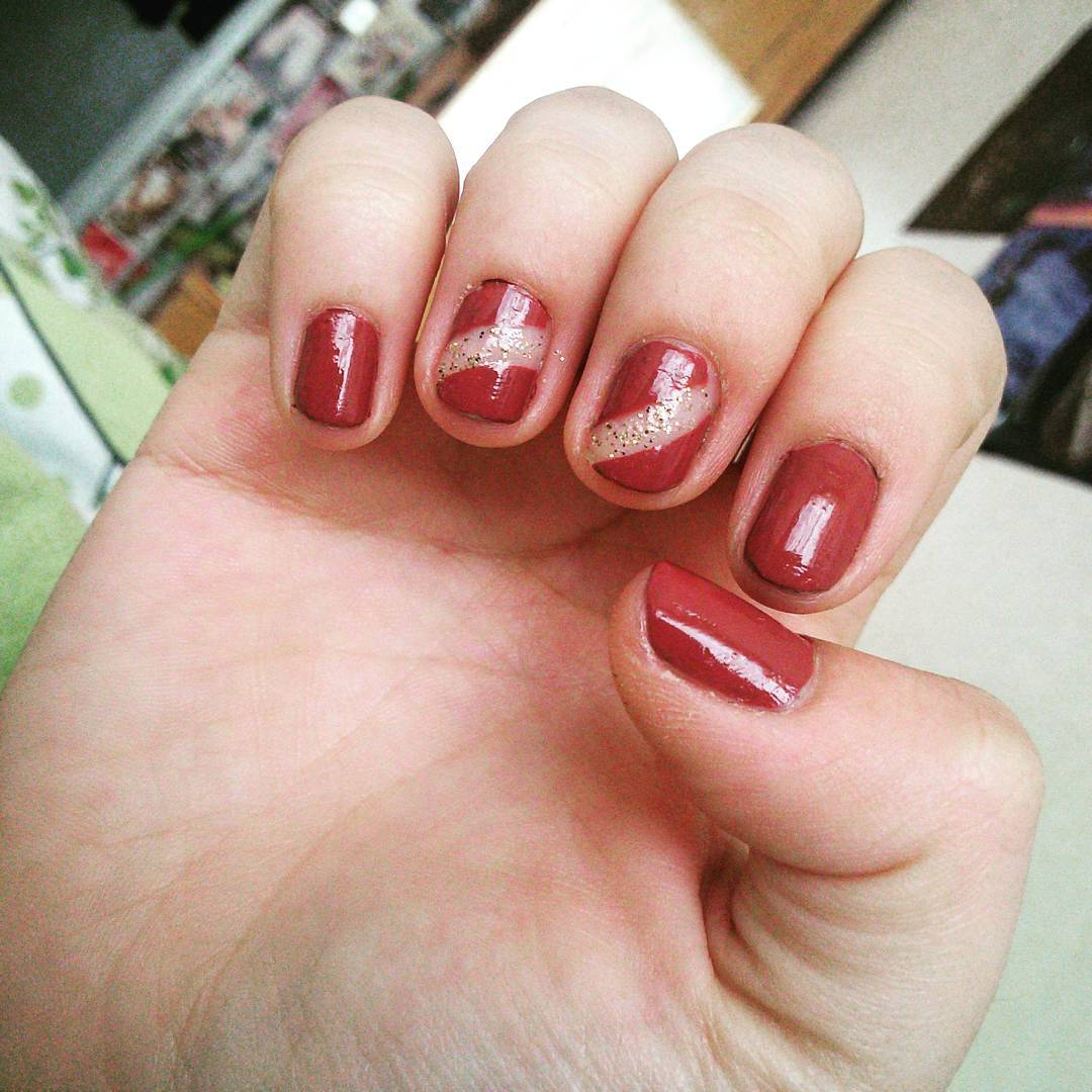 maroon short nail designs