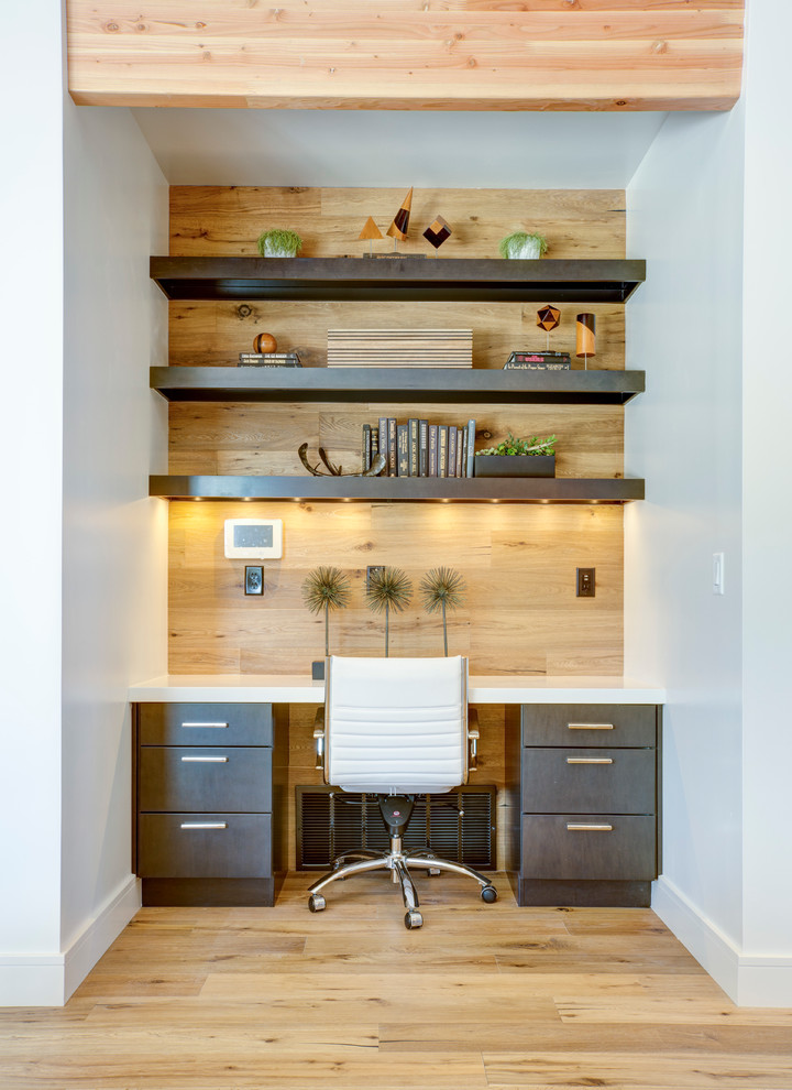 20 small office designs decorating ideas design trends for Office desk layout ideas