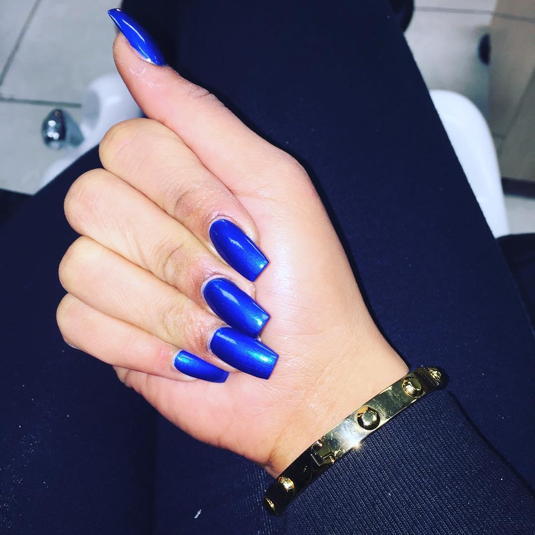 dark blue royal nails