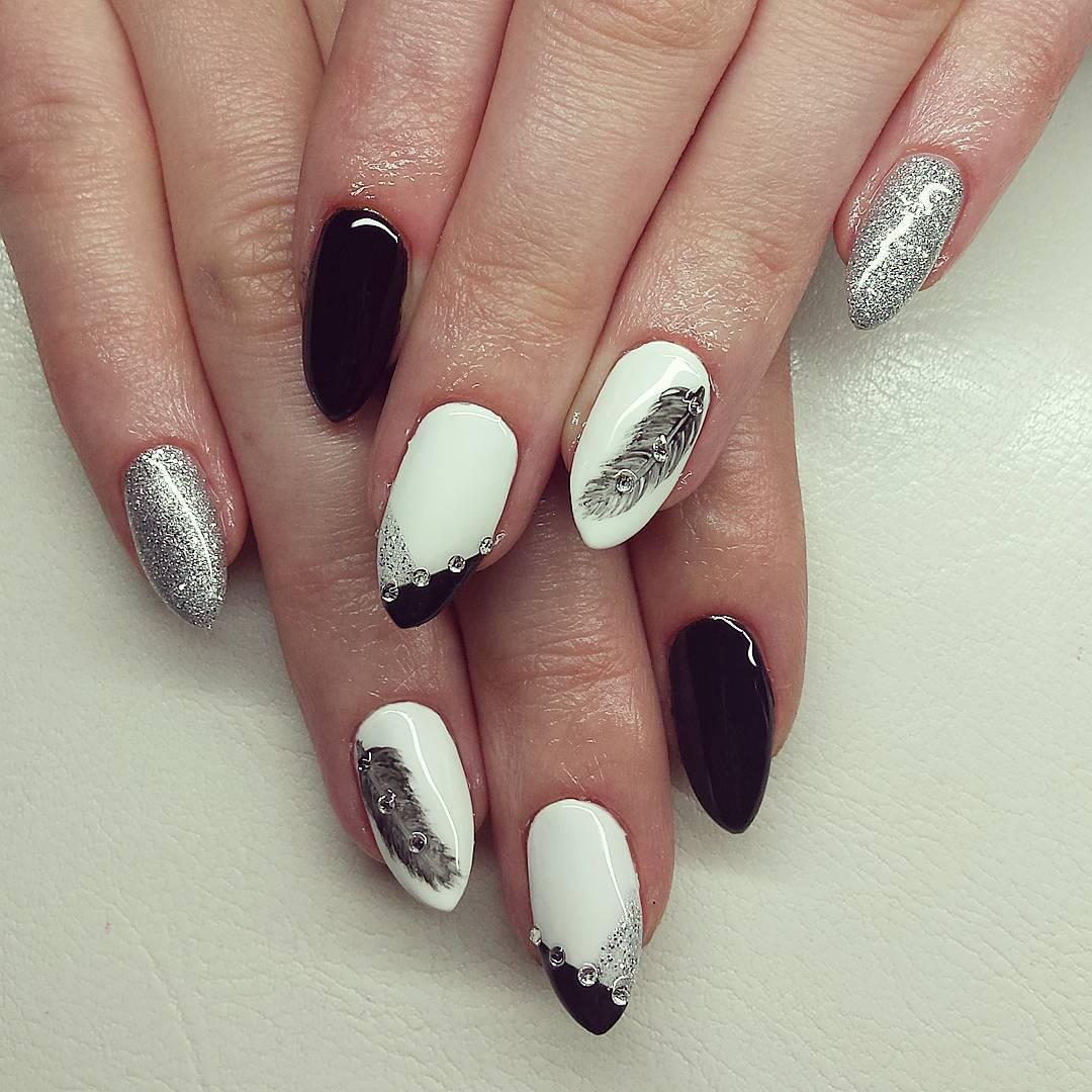 Glitter White Nail Art