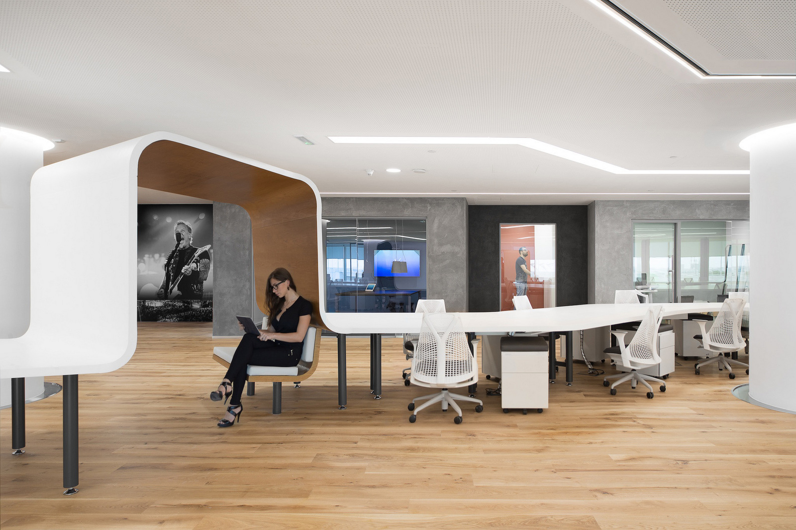 International Office Workspace Design Model