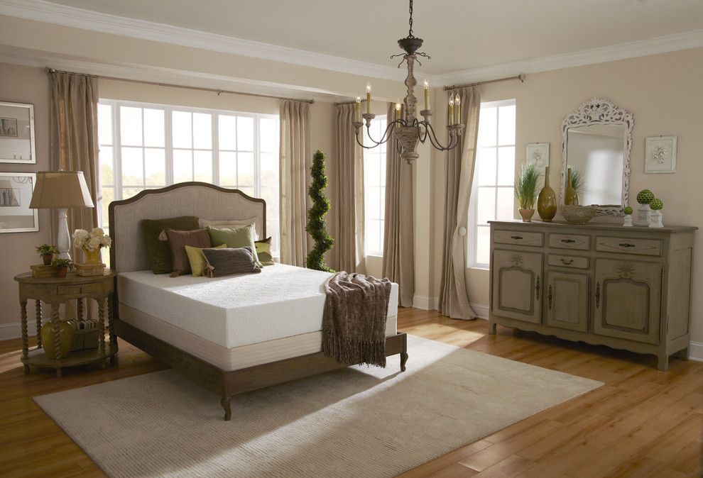 Elegant Traditional Bedroom Design