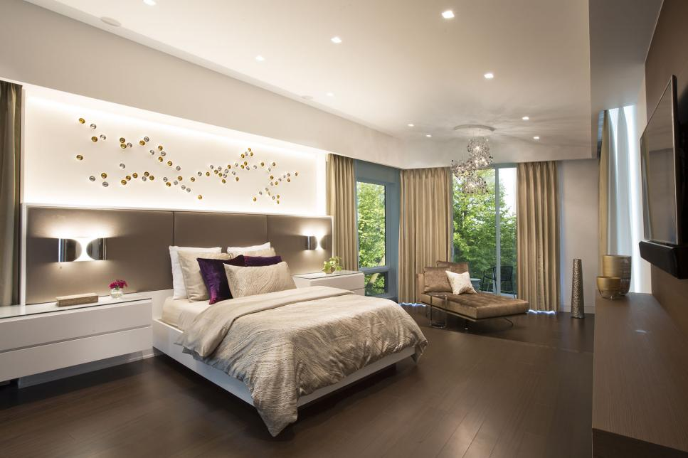 Wood Floor Design Idea for Contemporary Bedroom