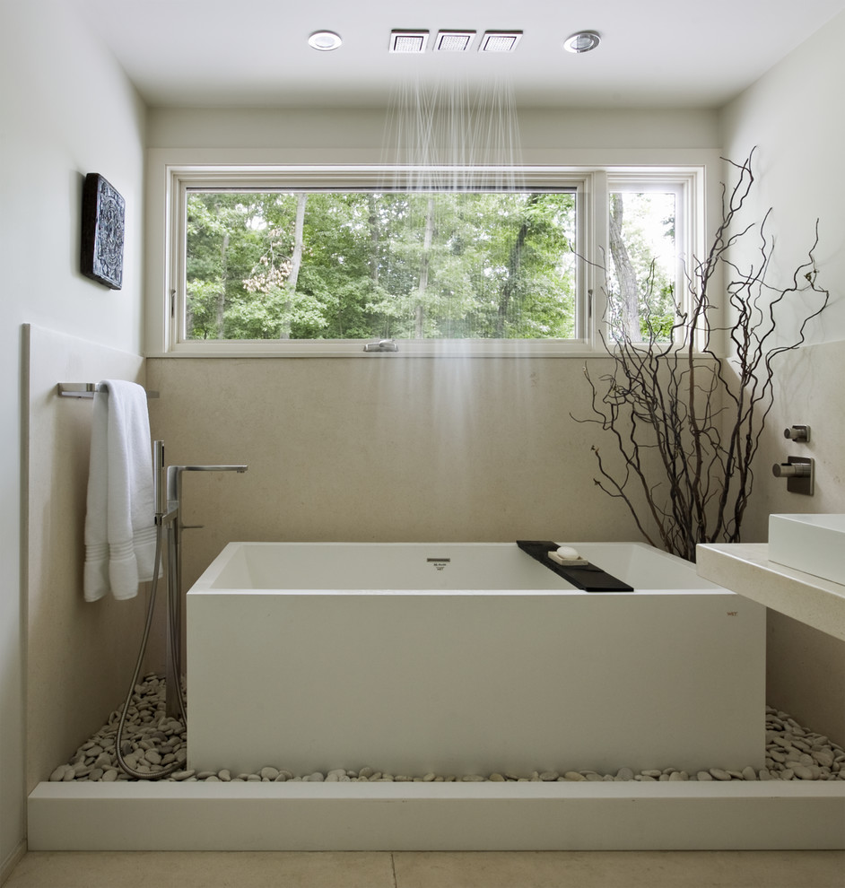 Beautiful Bathroom With A Bath Tub Design