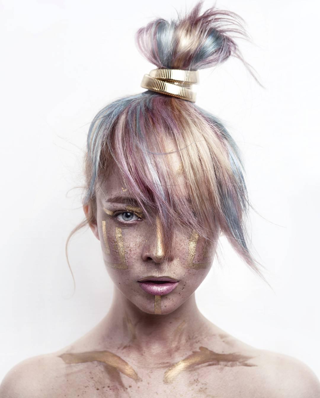golden shining girl tribal makeup idea