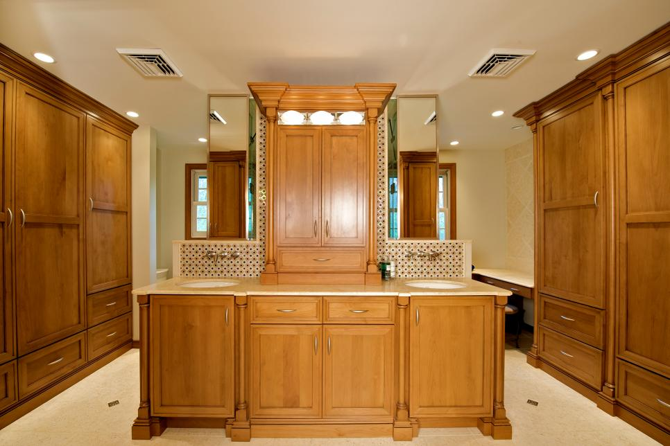 Traditional Master Bathroom with Lots of Storage Space