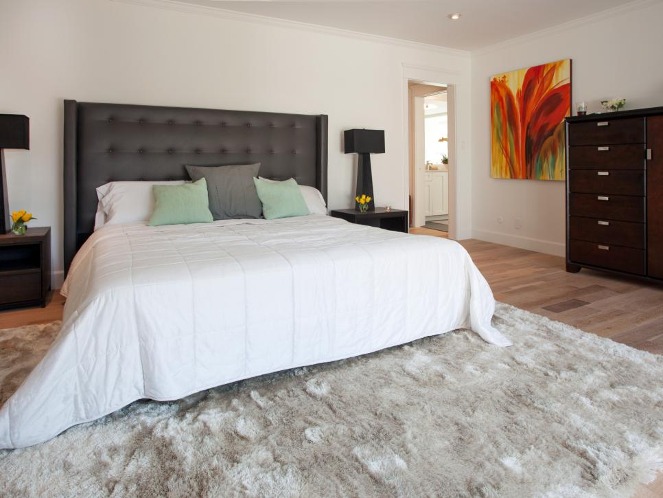 Modern Master Bedroom Design with Wall Art