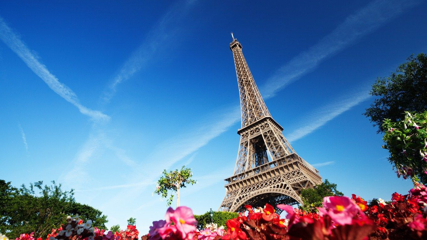 amazing eiffel tower background