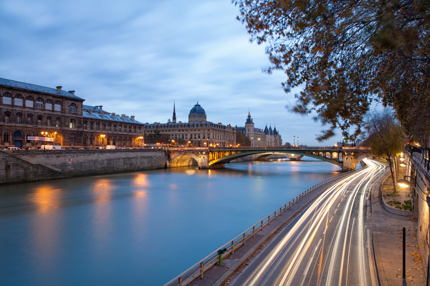 Marvelous River View Paris Background