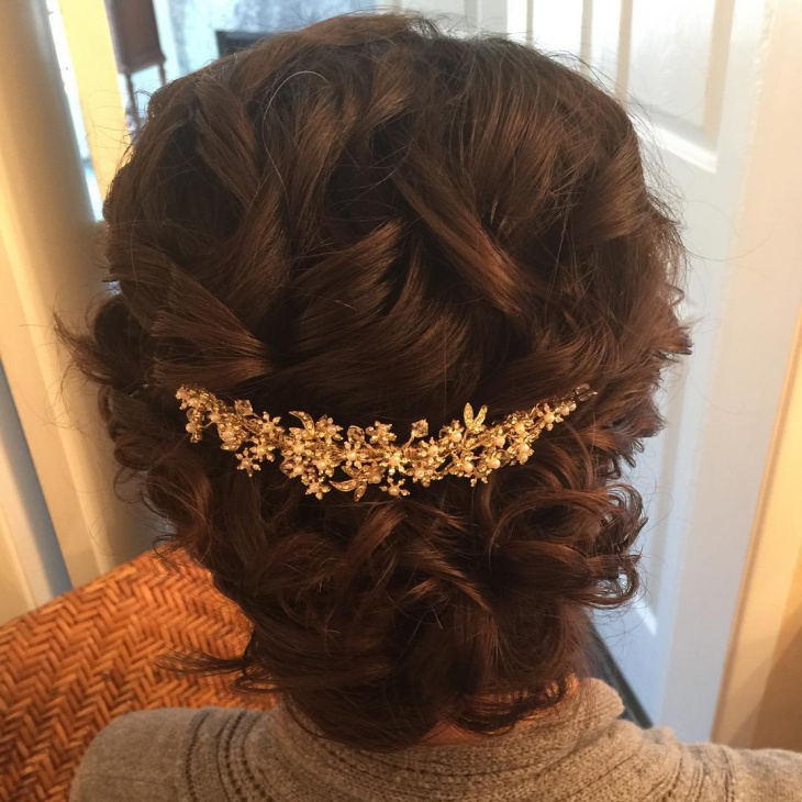 Cute and Short Wedding Hairstyle
