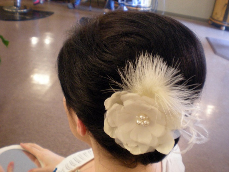 wedding short hairstyle with flower