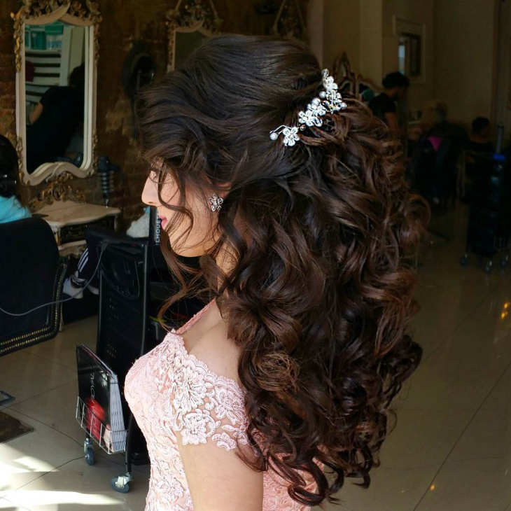 Curly Wedding Hair Design for Medium Hair