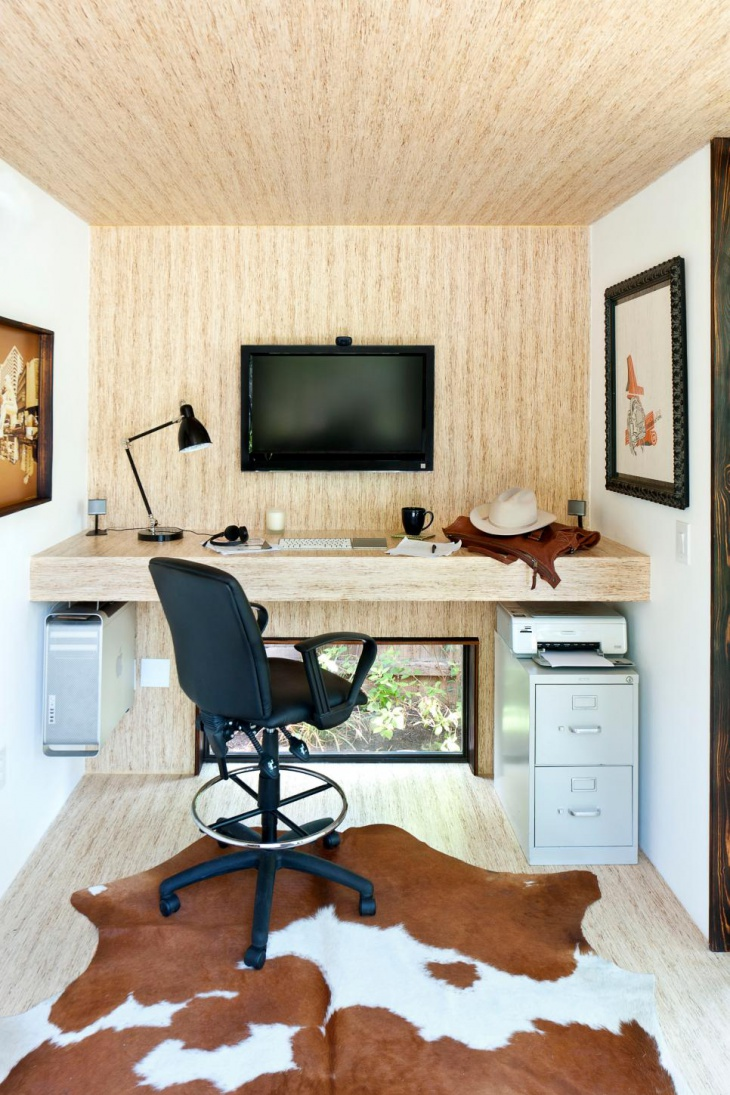 Small Home Office With Built-in Desk