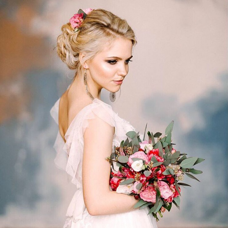 Simple and Fashionable Wedding Hairstyle