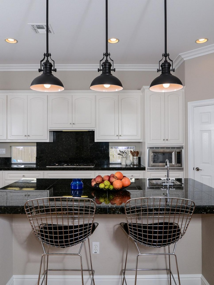 Black countertops gives elegant look